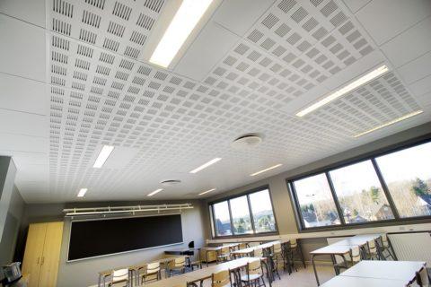 Акустический потолок в учебной аудитории
