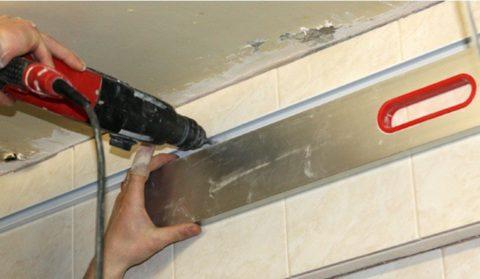 Алюминиевый реечный потолок – монтаж уголка