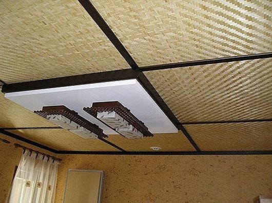 Бамбуковые панели на потолке