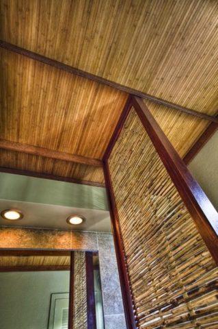 Бамбуковые поверхности в ванной комнате