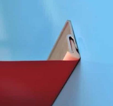 Бесщелевой багет обеспечивает прилегание пленки к стене практически без зазора