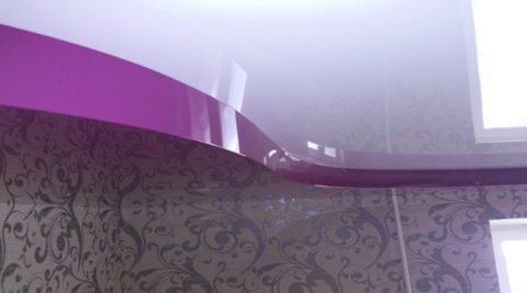 Бесщелевые багеты, благодаря их гибкости, можно крепить к криволинейным стенам