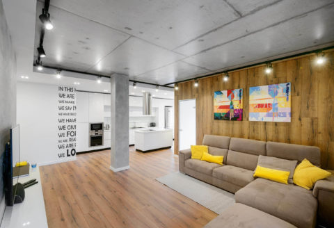 Бетонная колонна – один из признаков стиля и способ визуального зонирования пространства