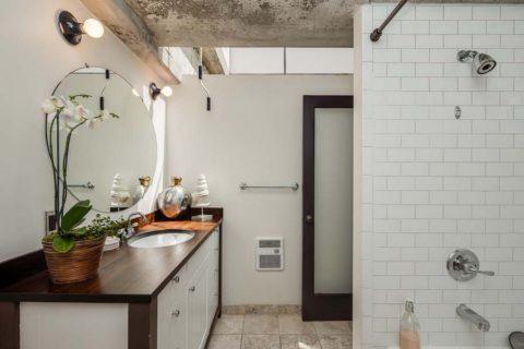Бетонный потолок в ванной комнате