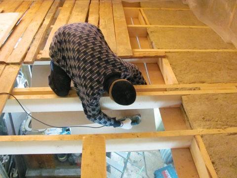 Без качественной теплоизоляции тепло будет уходить через потолок
