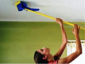 чем мыть пластиковый потолок