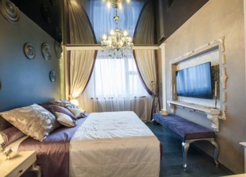 В спальне с классическими элементами в оформлении интерьера
