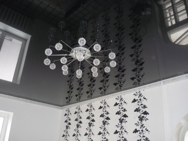 Чёрный верх и белоснежные стены. Игра на контрастах, которая никогда не выйдет из моды