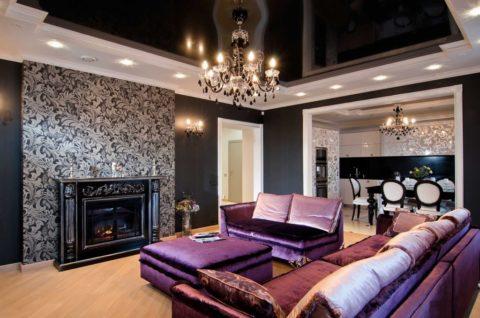 Чёрный отражающий потолок только подчёркивает изящность стиля