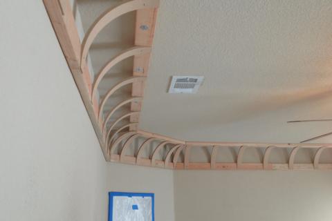Чтобы получить форму купола, достаточно скруглить стыки потолка и стен