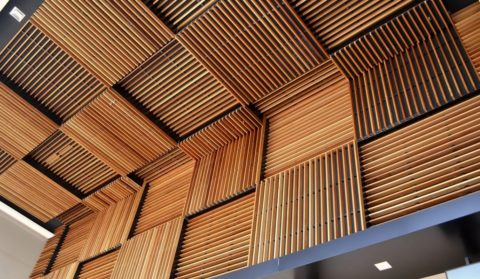 Декор потолка из реек