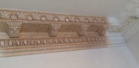 Декорирование гипсового плинтуса под мрамор
