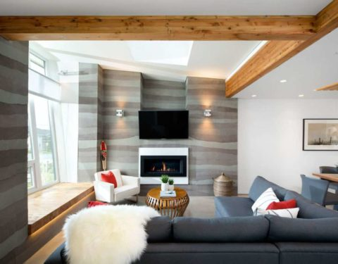 Деревянные накладные элементы в интерьере квартиры-студии