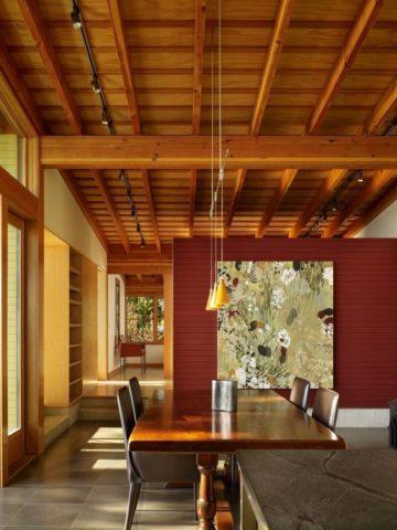 Деревянные панели в современном интерьере кухни-столовой