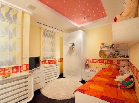 Диоды на подвесном потолке в современном интерьере детской вызывают ассоциации со звездным небом