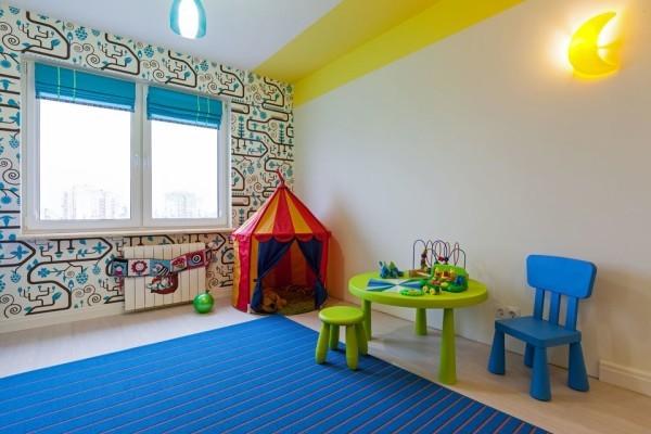 Дизайн детской комнаты: полоса на потолке