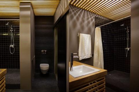 Дизайн ванной с реечным потолком открытого типа