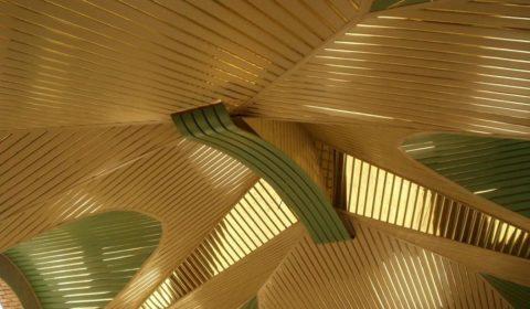 Дизайнерский потолок из алюминиевых реек