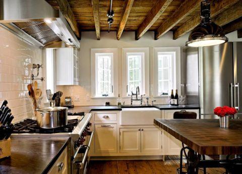 Для низких потолков лучше не выбирать слишком массивные модели осветительных приборов