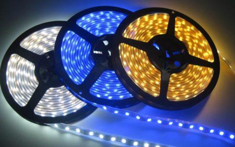 Для подсветки потолков применяют светодиодную ленту разных оттенков