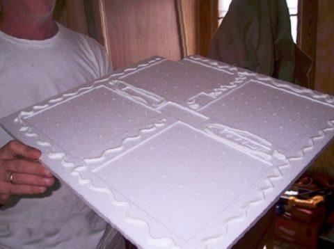 Для приклеивания плитки нанесите по периметру тыльной ее стороны клей или шпаклевку