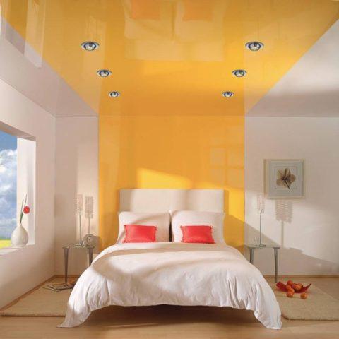 Для спальни лучше выбрать менее насыщенные оттенки, так как в этой комнате вы будете отдыхать