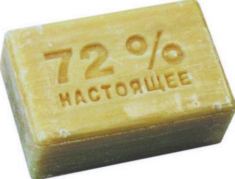 Добавьте в побелку небольшое количество хозяйственного мыла