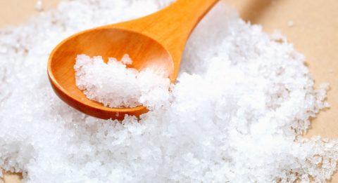 Добавьте в раствор пару щепоток поваренной соли