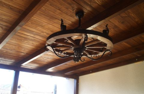 Дощатый потолок с фальш-балками