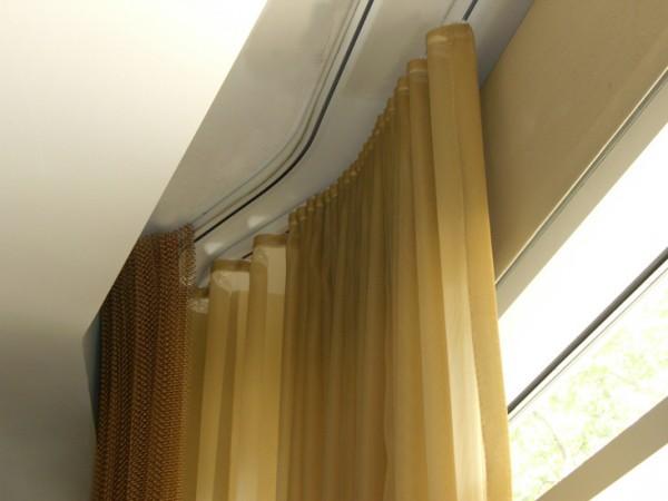 Два ряда гнущегося профиля под разные шторы
