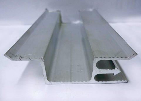 Двухуровневый багет позволяет легко и быстро монтировать двухуровневые потолки