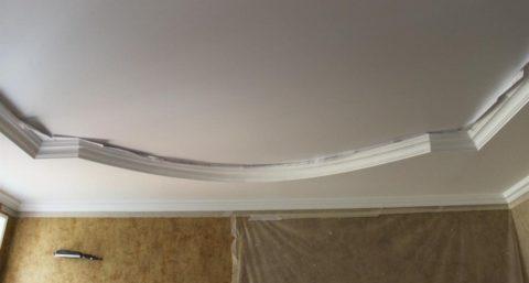 Двухуровневый округлы потолок