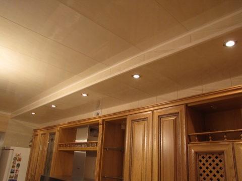 Двухуровневый пластиковый потолок - кухня Итак: