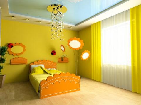 Если стены оформляются в ярких сочных цветах, то напольное покрытие и потолок можно сделать светлыми