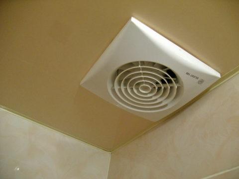 Если существующей вентиляции недостаточно, то нужно установить систему принудительной циркуляции воздуха