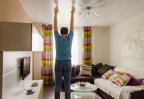 Если высота потолков и без того небольшая, натяжной потолок сделает их ещё ниже