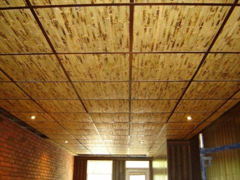 Фактура бамбуковых панелей со следами обжига