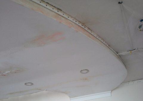 Гипсокартонный потолок после затопления