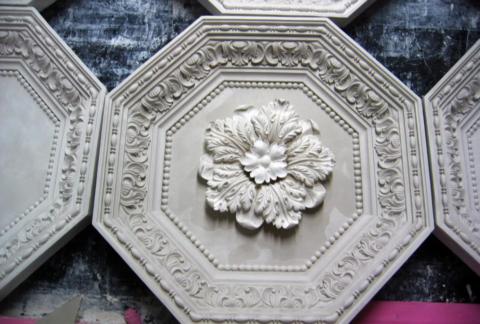 Гипсовые декоративные элементы с лепниной