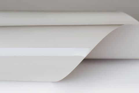 Глянцевое полотно натяжного потолка