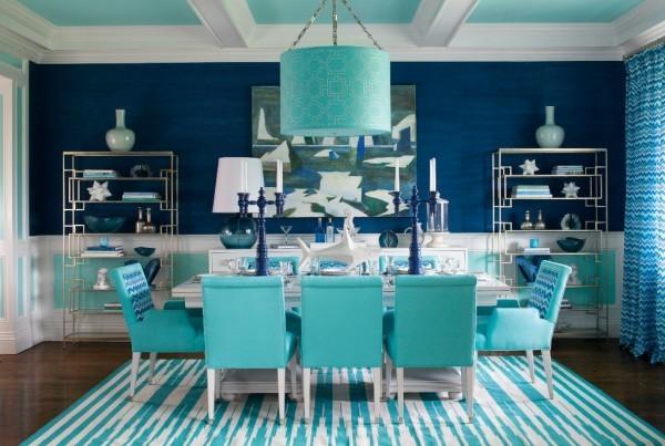 Гостиная в морском стиле: бирюзовый потолок