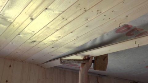 Гвоздь может расколоть сухую древесину