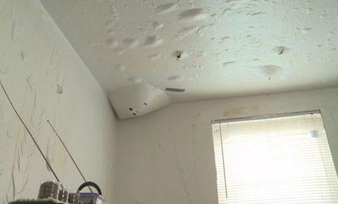 И что делать с этим потолком?