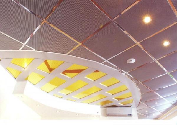 Индивидуальный дизайн потолка из алюминиевых перфорированных кассет