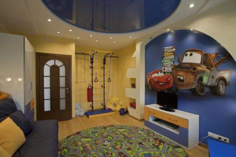 Использование оформления потолка для зонирования пространства