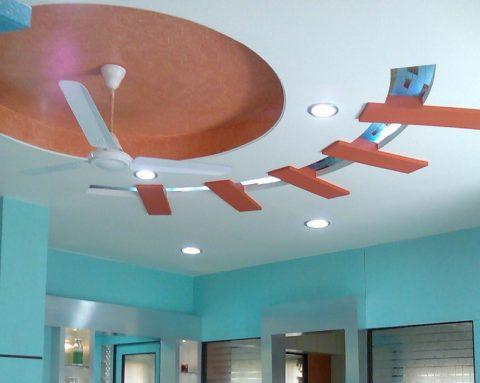 Изюминка потолка в необычной форме и покраске