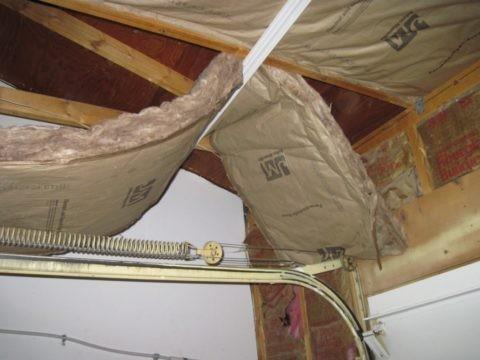 Качественно утепленный потолок снижает потери тепла на 40%
