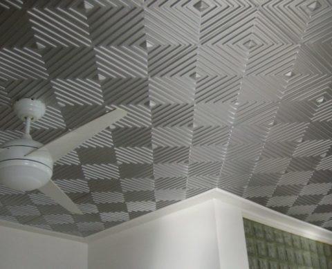 Как клеить плитку на потолок по диагонали – можно просто купить плитку с ориентированным рисунком на поверхности