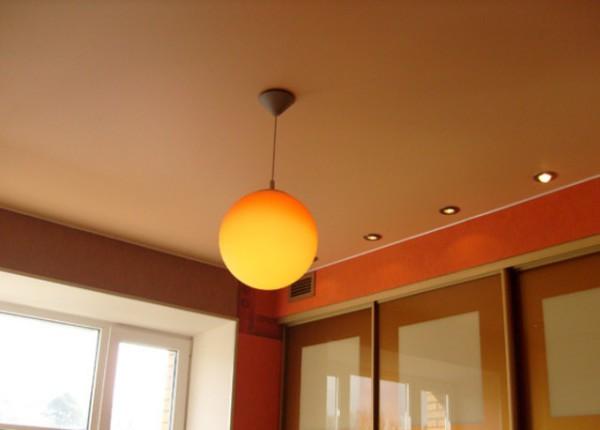 Как подобрать цвет потолка: принцип подобия