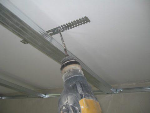 Как сделать на потолке гипсокартонную конструкцию: установка подвеса на потолок